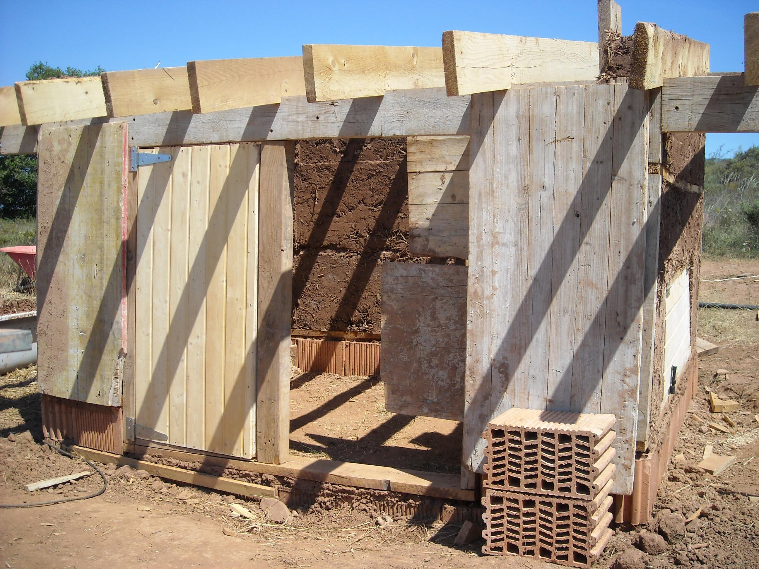 Come costruire un pollaio bioclimatico byologik for Costruire un garage su un terreno in pendenza