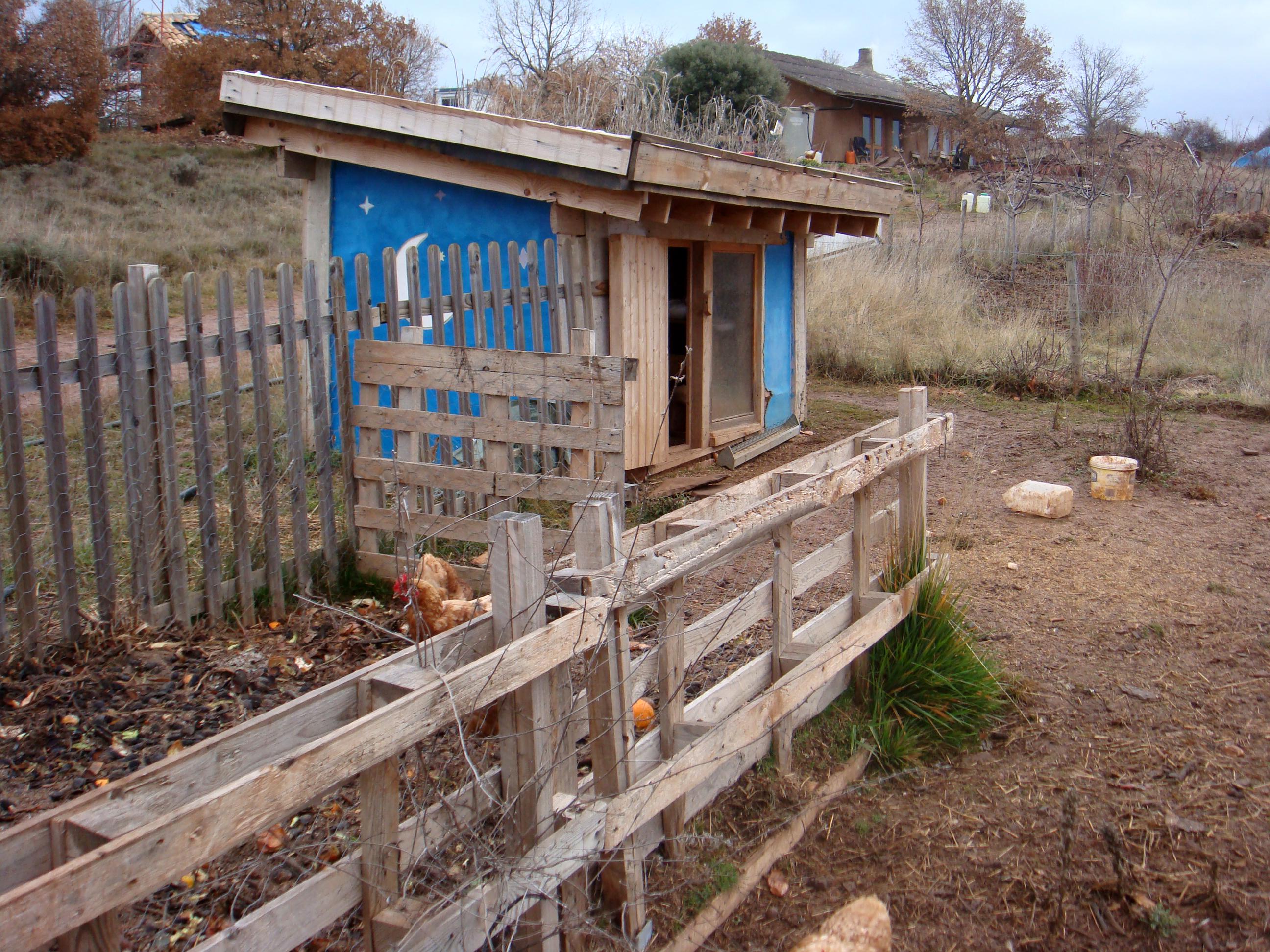Come costruire un pollaio bioclimatico byologik for Recinto cani fai da te